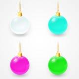 Ensemble de boules en verre de Noël sur un fond blanc Images libres de droits