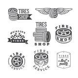 Ensemble de boutiques de pneus et d'emblèmes de service, éléments de conception de vecteur illustration stock