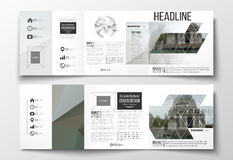 Ensemble de brochures triples, calibres carrés de conception Fond polygonal, image brouillée, paysage urbain, élégant moderne Photographie stock libre de droits
