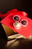 Ensemble de cadeau de chocolat de Saint-Valentin, verticale, fin  Images stock