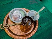 ensemble de café oriental bosnien de dzezwa photos libres de droits