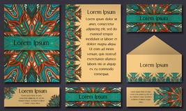 Ensemble de calibres d'invitation avec les mandalas tribals colorés Cartes ethniques de mariage et d'invitation Photos stock