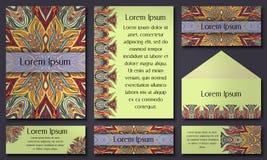 Ensemble de calibres d'invitation avec les mandalas tribals colorés Cartes ethniques de mariage et d'invitation Photos libres de droits