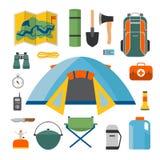 Ensemble de camping et de tourisme sur un style plat extérieur Image libre de droits