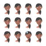Ensemble de caractère émotif Emoji de style de bande dessinée Avatars noirs d'isolement de fille avec différentes expressions du  illustration de vecteur