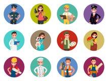 Ensemble de caractères d'avatars de différentes professions : policier, photographe, messager, pilote, docteur et d'autres Illust Images libres de droits