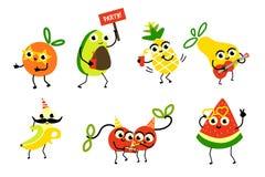 Ensemble de caractères de fruit ayant la fête d'anniversaire d'amusement illustration libre de droits