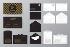 Ensemble de carte de visite professionnelle de visite avec l'enveloppe et l'insigne Col personnel de style illustration libre de droits