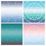 Ensemble de cartes avec le mandala indien sur le fond bleu de gradient Ornement de Bohème pour des affiches ou des bannières Photos stock