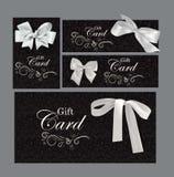 Ensemble de cartes cadeaux avec des éléments de conception florale et des arcs de blanc Image stock