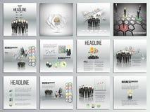 Ensemble de 12 cartes créatives, conception carrée de calibre de brochure, milieux d'affaires réglés Équipe se tenant au-dessus d Photographie stock libre de droits