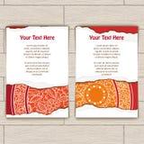 Ensemble de cartes décorées du rouge et du mandala d'or Photos stock