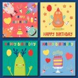Ensemble de cartes d'anniversaire avec les monstres drôles mignons illustration stock