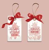 Ensemble de cartes de mariage élégantes d'invitation avec les rubans et les fleurs en soie Images libres de droits