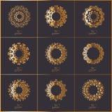 Ensemble de cartes ornementales avec le mandala oriental de fleur d'or sur dar Photographie stock libre de droits