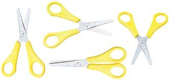 Ensemble de ciseaux ouverts d'école avec les poignées jaunes Photos stock