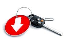 Ensemble de clés et de porte-clés de voiture d'isolement sur le blanc avec la flèche sur le rouge Image stock