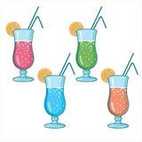 Ensemble de cocktails alcooliques d'isolement sur le fond blanc Image libre de droits