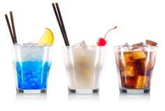 Ensemble de cocktails avec la cerise et la paille noire photos stock