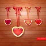 Ensemble de coeurs et d'arcs de vecteur sur en bois brun Photos stock