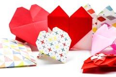 Ensemble de coeurs fabriqués à la main d'origamipaper d'isolement sur le fond blanc Photographie stock