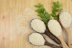 Ensemble de collection de riz sur la poche sur le fond en bois de texture images libres de droits