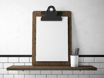 Ensemble de comprimé blanc vide sur l'étagère en bois 3d rendent Image stock