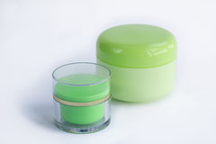 Ensemble de cosmétique de vert et de jaune de deux bouteilles crème Image libre de droits