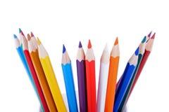 Ensemble de crayons colorés placés dans la commande faite au hasard photographie stock