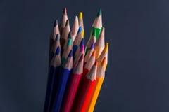Ensemble de crayons ou de crayons colorés colorés multicolores Photos stock