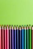 Ensemble de crayons ou de crayons colorés colorés multicolores Photographie stock libre de droits