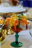 ensemble de crevettes, servi avec le guacamole photographie stock
