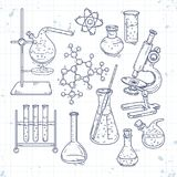 Ensemble de croquis de divers dispositifs pour des expériences chimiques Images stock
