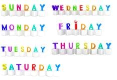 Ensemble de cubes 3d colorés avec les lettres blanches - jours de la semaine Photo stock
