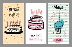 Ensemble de designs de carte d'anniversaire avec des gâteaux et des petits gâteaux Illustration tirée par la main de croquis de v illustration libre de droits