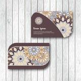 Ensemble de deux cartes florales ornementales de mandala, calibre de visite illustration de vecteur