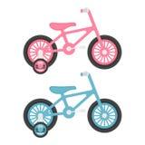 Ensemble de deux roses et de bicyclettes bleues d'enfants d'isolement sur un fond blanc Photographie stock