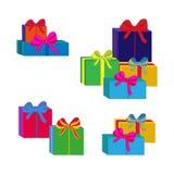 Ensemble de différents boîte-cadeau enveloppés colorés Conception plate Beau présent avec l'arc Symbole et icône pour le boîte-ca Images stock