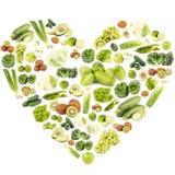 Ensemble de différents fruits et légumes verts sous forme de coeur image libre de droits