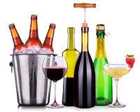 Ensemble de différents boissons alcoolisées et cocktails Photos stock