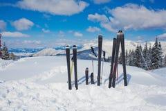 Ensemble de famille de skis. photographie stock