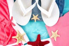 Ensemble de femme \ 'de saison d'été d'accessoires de choses de s image stock