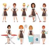 Ensemble de femmes au foyer avec l'équipement différent housekeeper service de nettoyage Jolies femmes portant des robes et le br illustration de vecteur