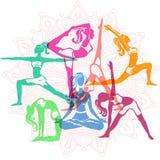 Ensemble de filles dans des poses de yoga Images libres de droits