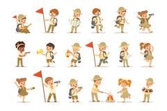 Ensemble de filles et de garçons dans des costumes de scout illustration stock