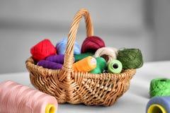 Ensemble de fils colorés pour la couture Photographie stock libre de droits