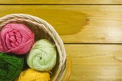 Ensemble de fils pour le tricotage Images stock