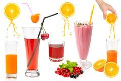 Ensemble de fruits frais et de verres avec du jus d'isolement sur le blanc images libres de droits