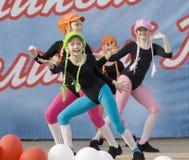 Ensemble de gosses d'arc-en-ciel de danse de culture Images libres de droits