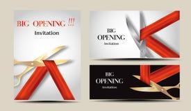 Ensemble de grandes cartes d'ouverture d'invitation avec les rubans et les ciseaux rouges Photographie stock libre de droits
